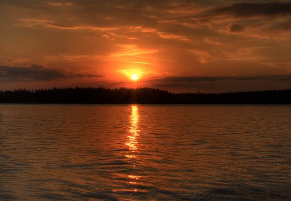 Sonnenuntergang über dem See Kösen