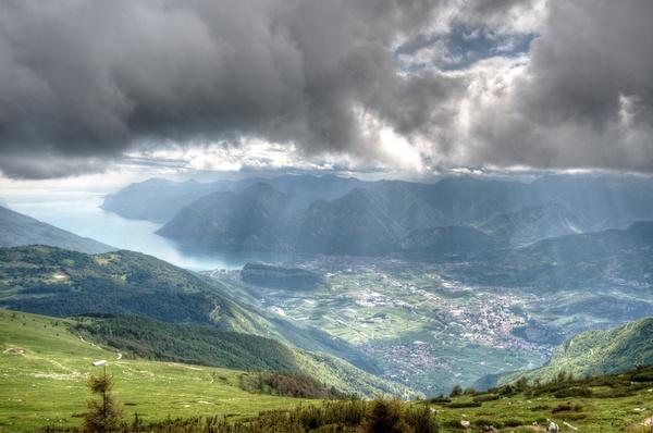 HDR von Arco und Riva vom Abstieg