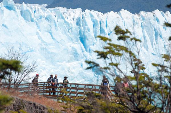 Touristen am Perito Moreno-Gletscher 2