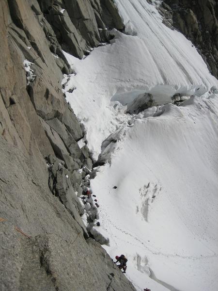 Die ersten, einfachen Seillängen über dem Bergschrund am Capucin