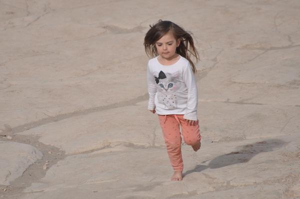 Hermine rennt durch die Sanddünen