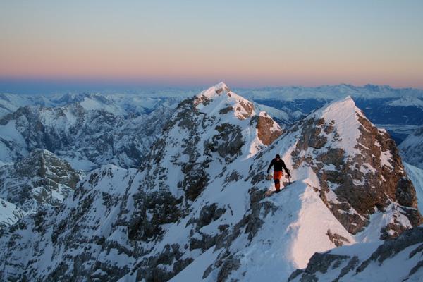 Alpenglühen auf dem Jubiläumsgrat nahe der Zugspitze