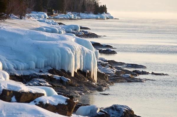 Eis am Ufer (1)