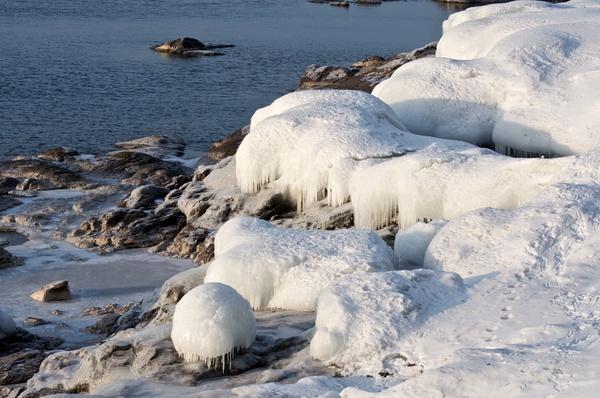 Eis am Ufer (2)