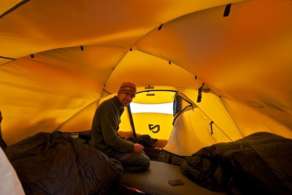 Mat im Zelt
