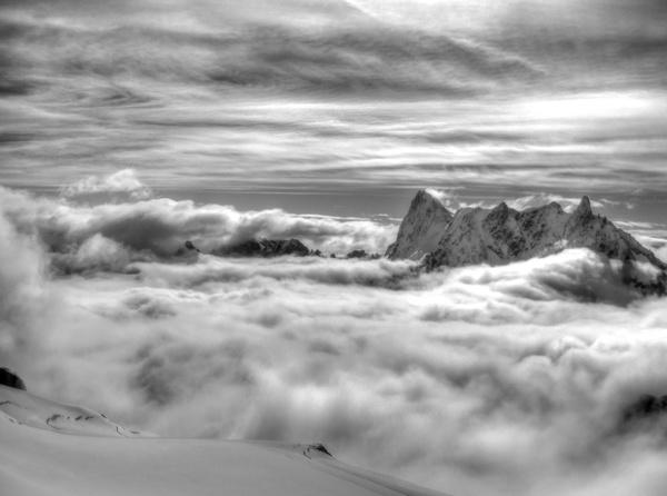 Grand Jorasses, Rochefort-Grat und Dent du Géant schauen aus den Wolken