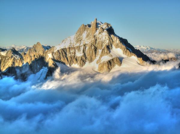 Dent du Géant im Wolkenbett