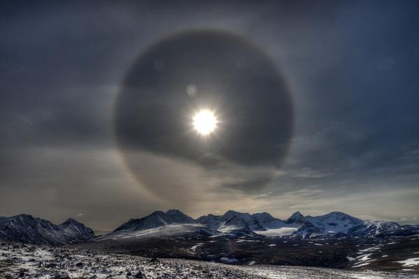 Sehr seltener 46º-Halo um die Sonne