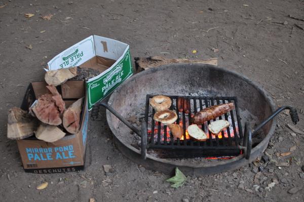 Trotz der hohen Temperaturen probieren die Ranger, Lagerfeuer möglichst zu erlauben