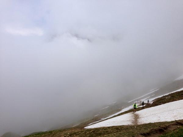 Teilweise waren auch Altschneefelder zu queren, wo ich einige Plätze gutmachen konnte
